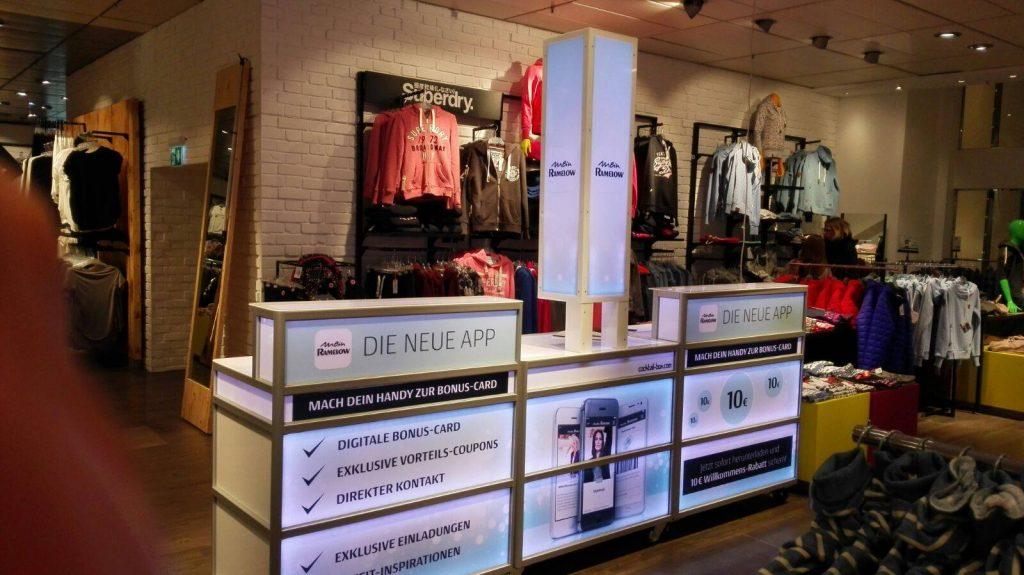 Voll-branding der cocktail-box im Modehaus Ramelow
