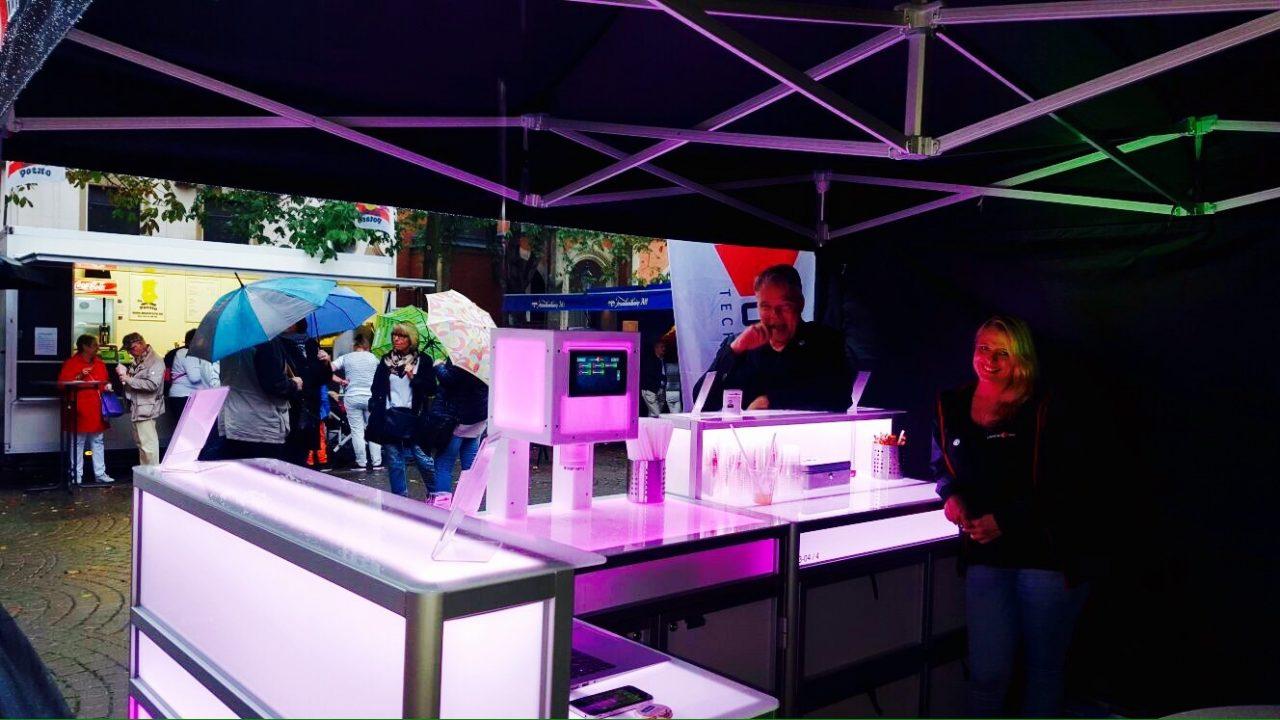 cocktail-box-die-Cocktailmaschine-mobile-Cocktailbar-Gumbertsrassenfest2