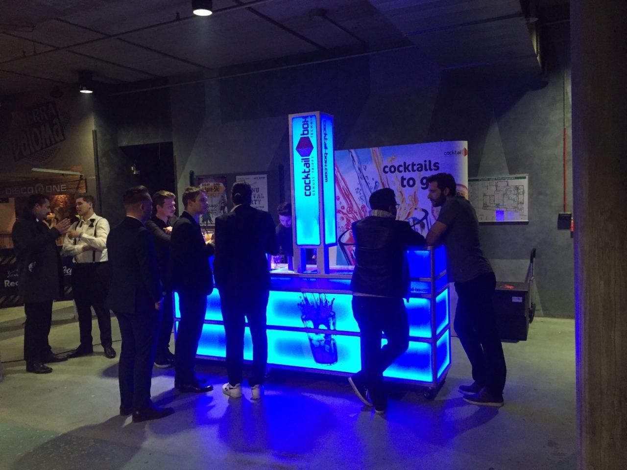 cocktail-box-die-cocktailmaschine-cocktail-machine-Cinema-for-Peace_2