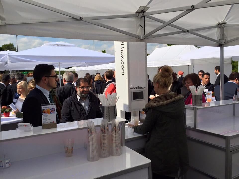 cocktail-box_die_Cocktailmaschine_mobile_Cocktailbar_Islamic_Relief_Deutschland2